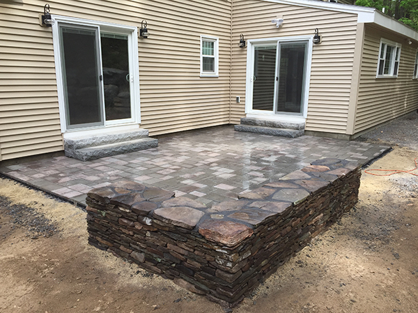 Installing Backyard Patios, Fire Pits And Outdoor Fireplaces